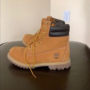 OPEN TO OFFERS// TIMBERLAND BOOTS